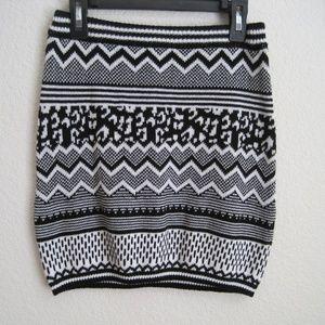 H&M Patterned Mini Pencil Skirt - Size XS